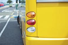 Bus von hinten | © Fotimmz/Fotolia.com