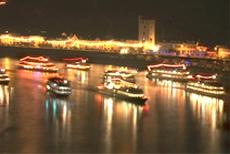 Schiffe bei Rhein in Flammen